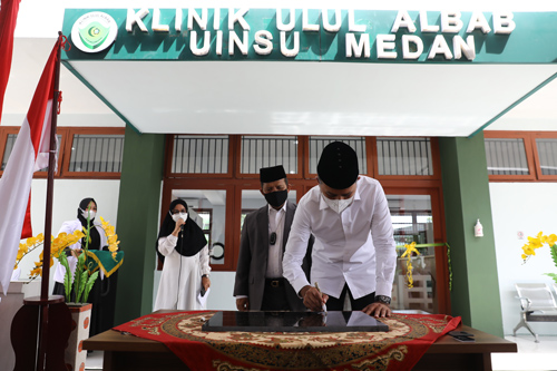 Wakil Gubernur (Wagub) Sumatera Utara (Sumut) Musa Rajekshah meresmikan Klinik Ulul Albab yang berada di Gedung Kuliah Bersama H Ijeck, Kampus Universitas Islam Negeri Sumatera Utara (UINSU) Jalan Sutomo Medan, Selasa (21/9).
